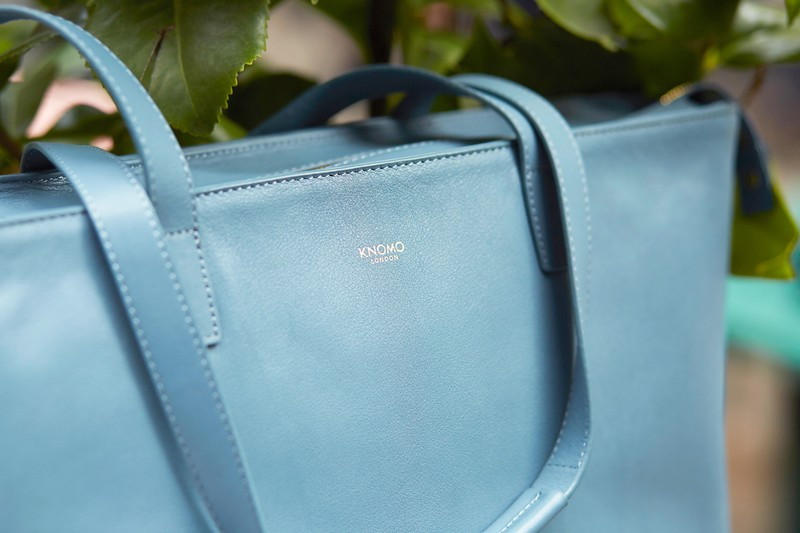 Mayfair;Luxe;Maddox;Leather Tote;15'';120-204-STB;Detail Lifestyle Shot