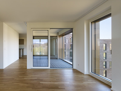 15 Haus A: Die Loggien ermöglichen großzügige Sichtbeziehungen. | House A: the loggias allow for generous lines of sight.