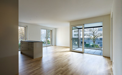 14 Haus A: Blick in die Loggia der 4,5 Zimmer Wohnung im 1. Obergeschoss. | House A: view onto the loggia of the first-floor two-bedroom apartment.