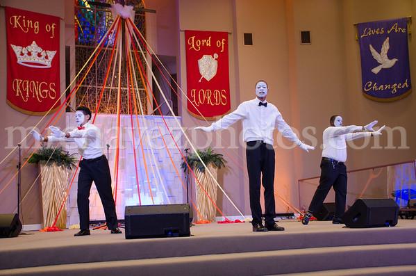 Elder Demond Harris preaches at Southern Saint Paul's South Campus
