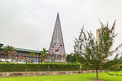 Palaise de Justice d'Abidjan with a large structure in front. It directly faces the cathedral .