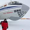 "Fotografen foran IL-76<br /> IL-76 i Antarktis, Novolazarevskaya ""Novo"" er drevet av Russland"