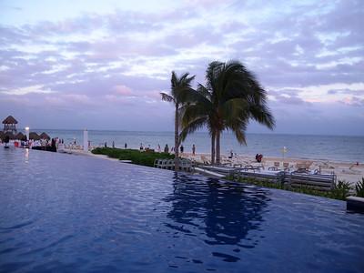 Hotel's pool - 1 Negative edge pool...