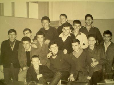 """Sretni trenutci u Gimnaziji """"Ognjen Prica"""" - drugi razred - 1962 ?"""