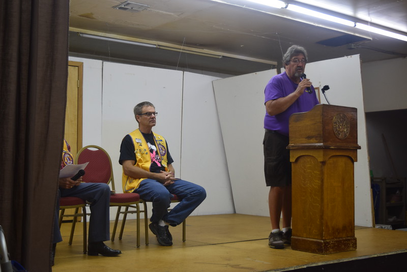 Sterling Lions Club President Dave Conley welcomes guests to the Cowboy Breakfast Wednesday, Aug. 3, 2016.