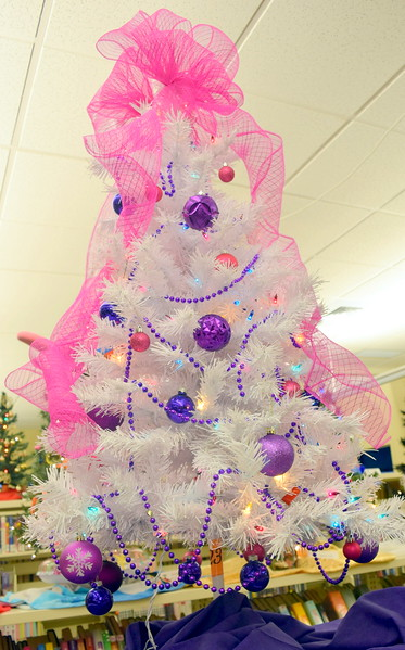 Dorothy Schreyer's tree at Sterling Public Library's 2017 Parade of Trees.