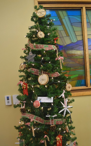 KC's Music tree at Sterling Public Library's 2017 Parade of Trees.