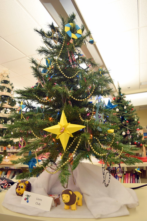 . Sterling Lions Club\'s tree at Sterling Public Library\'s 2017 Parade of Trees.