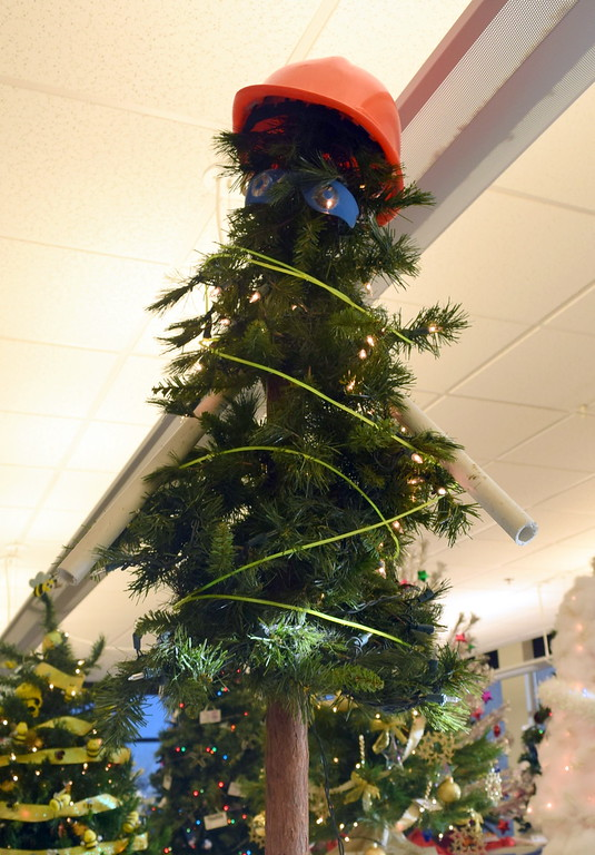 . City of Sterling Parks Department\'s tree at Sterling Public Library\'s 2017 Parade of Trees.