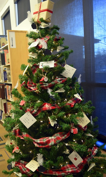 Alana Singer's tree at Sterling Public Library's 2017 Parade of Trees.