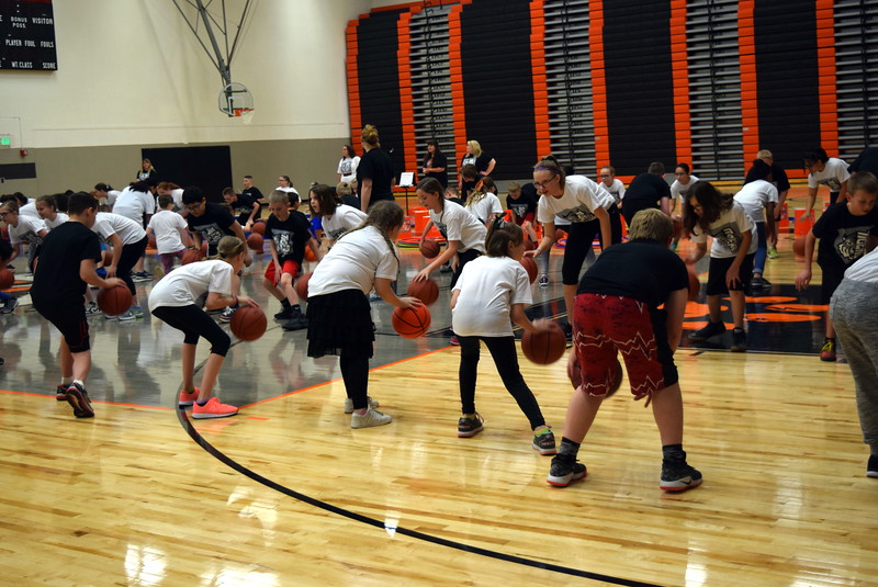 Campbell Elementary students show off their basketball skills to
