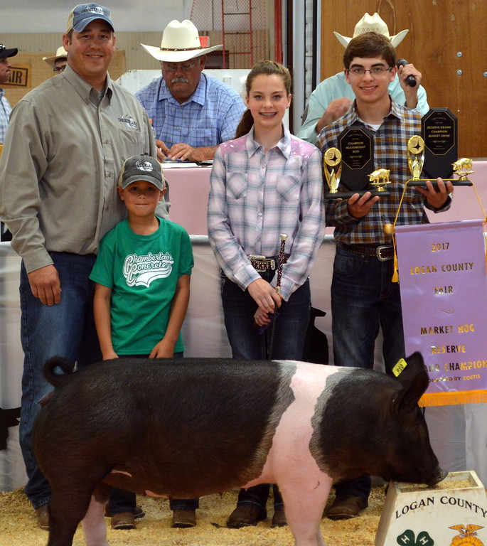 . Jalyssa Maker, Reserve Grand Champion Market Swine, purchased by Chamberlain Concrete.