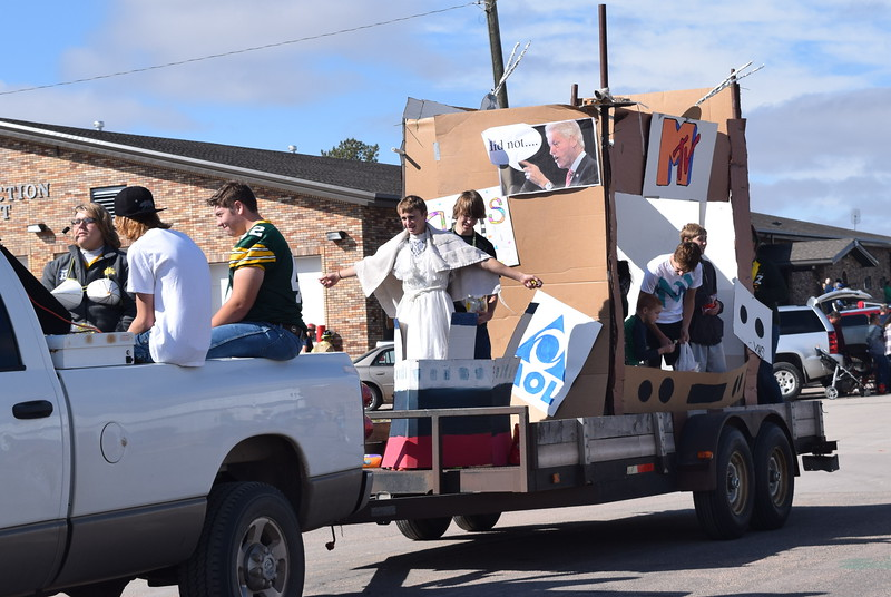 "The Class of 2020 shared their vision for the future with their float in the Peetz Sake Days ""Still on the Hill"" Centennial Parade Saturday, Sept. 30, 2017."