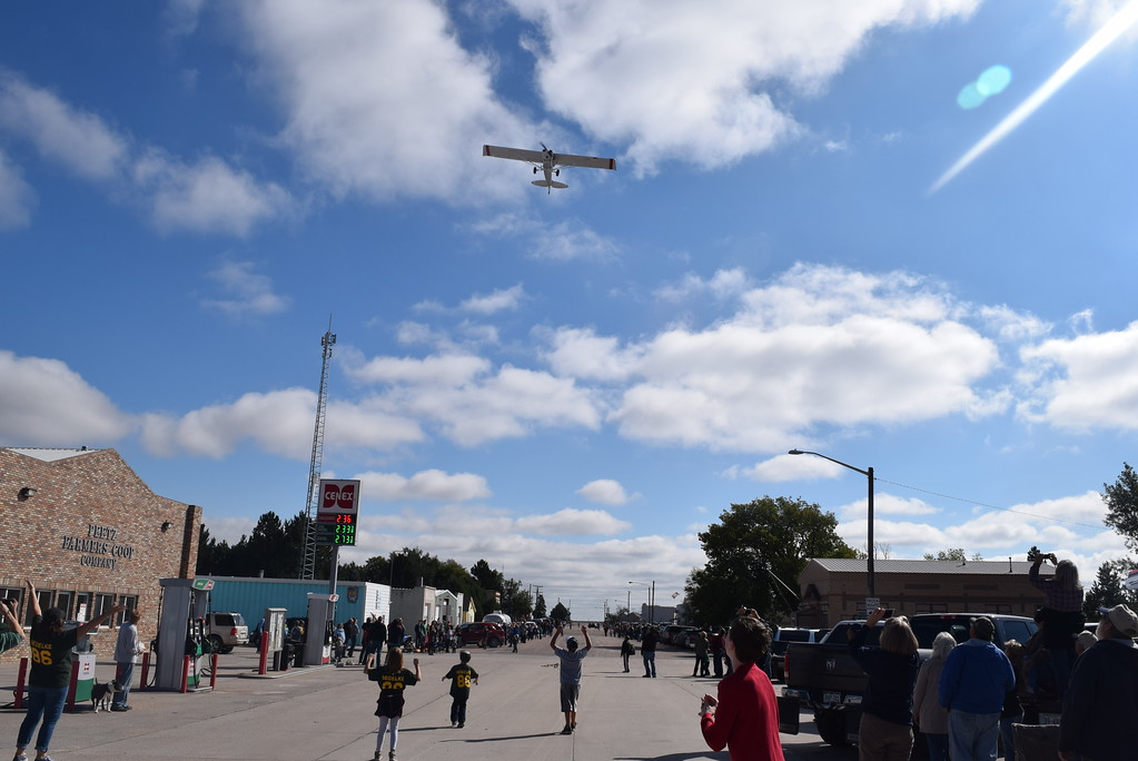 """. Paradegoers rush to try to find ping pong balls dropped from an airplane at the conclusion of the Peetz Sake Days \""""Still on the Hill\"""" Centennial Parade Saturday, Sept. 30, 2017."""