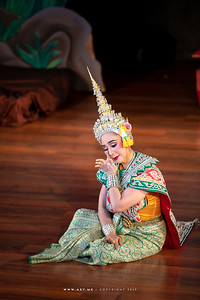 "Sita, Khon performance ""Hanuman Presents the Ring"""