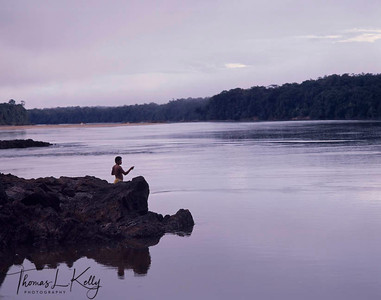Mukuna man fishing at the Apaporis River in the Vaupes area. Makuna, Eastern Colombia Amazon, Vaupes region.