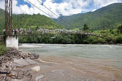 On the way to Khamsum Yuelley Namgyel chorten.