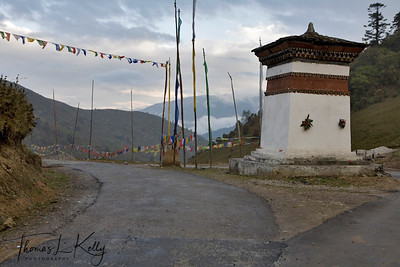 Roadside chorten on the way to Ta-dzong. Bhutan