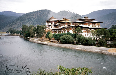 Trongsa Dzongkhag, built in 1644 by Chhogyel Minjur Tenpa, the official who was sent by the Shabdrung to unify eastern Bhutan. Trongsa Dzong is the ancestral home of Bhutan's royal family. The first two hereditary kings ruled from this Dzong.