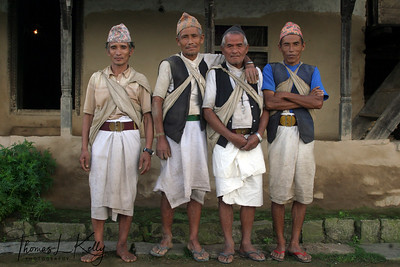 Honey Hunters of Nepal.  The Gurung men of Nepal are master honey hunters.  Chimro cliff, Siklis village. Western Nepal.