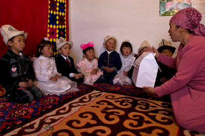 Students understands shapes. Satellite Kindergarten (SKG) in Kabylanlal, Kyrgyz Republic.