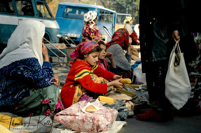 Dushambee market, some widows and their children make a living by selling corns, pastry and cigarettes on the pavement of a street. Tazikistan;Dushambee