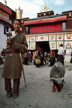 Pilgrims at Jhokhang