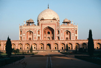 One of the most spectacular Mughal buildings, Humayun's tomb. Delhi, India.