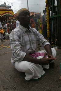 Devotees praying at the main entrance to the Temple complex prior to Karttika Deepam festival.