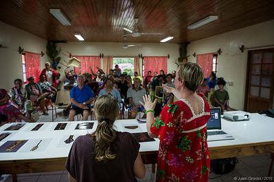 Julie with her translator, Elin TEURUARII, giving a talk to a packed meeting room at Rurutu's townhall on November 3rd. // Julie avec sa traductrice, Elin TEURUARII, donnant une conférence dans une salle de réunion bondée de la mairie de Rurutu le 3 novembre.
