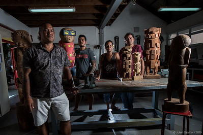 Papeete - Tahiti - Center for Arts and Crafts - From left to right: Viri TAIMANA, Director, Esrom TURINA, student of BPMA sculpture (Polynesian Patent of Crafts) who sculpted and offered the little stone tiki to Gisele and Nahuma TAVITA from Rurutu, Hihirau VAITOARE, sculpture teacher, Tokainiua DEVATINE, Polynesian history and civilization teacher, surrounded by sculptures of students inspired by A'a, which is part of their curriculum. // Papeete - Tahiti - Centre des Métiers d'Arts - De gauche à droite : Viri TAIMANA, Directeur du CMA, Esrom TURINA, étudiant en BPMA sculpture (brevet polynésien des Métiers d'Art) qui a sculpté et offert le petit tiki en pierre à Gisèle et Nahuma TAVITA de Rurutu, Hihirau VAITOARE, enseignante de sculpture, Tokainiua DEVATINE, enseignant d'histoire et civilisation polynésienne, entourés des sculptures des étudiants inspirées de A'a, une partie de leur cursus.