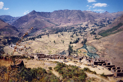 Ruinas...nestles in the Andes