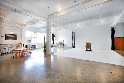 2200 Sq ft indoor shooting space  http://www.tentonstudio.com