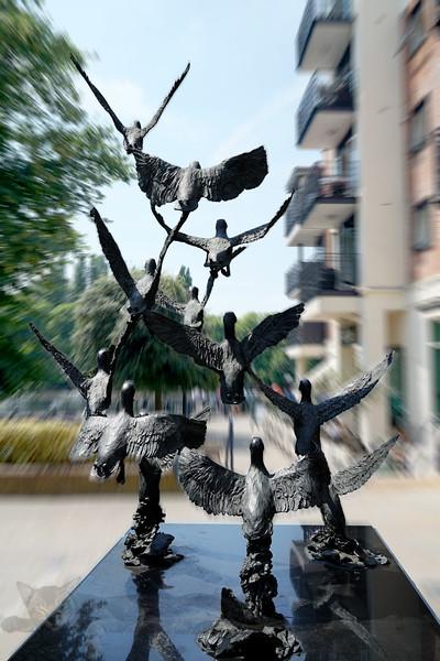 Sculpture - Flock of Mallard Ducks Statue - Kingston Upon Thames