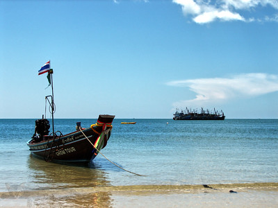 Ko Pha Ngan - Boat by the Beach