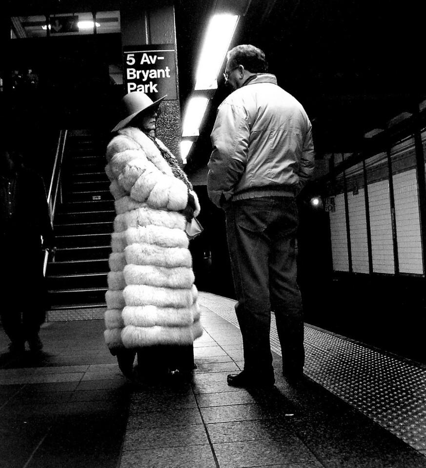 SUBWAY  FASHION, NEW YORK CITY