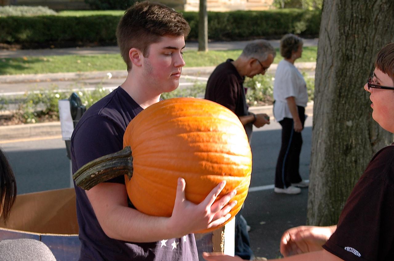 Pumpkin Passin' - 08