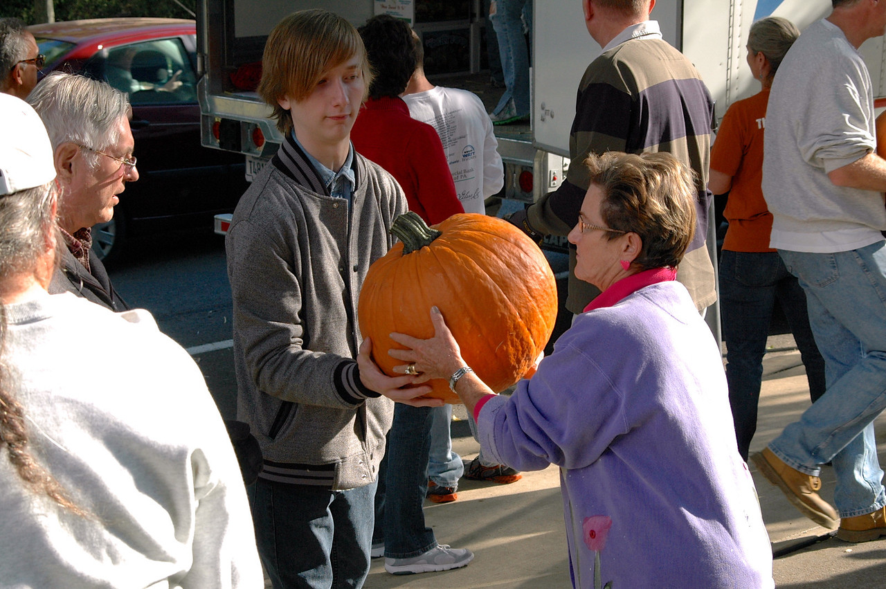 Pumpkin Passin' - 05