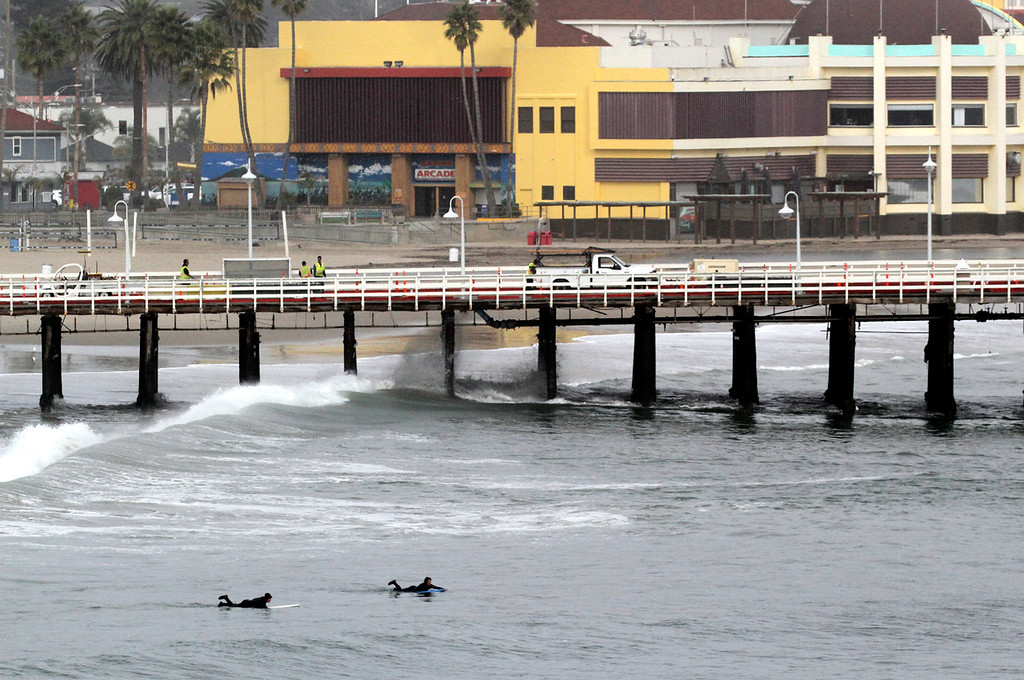 . A large swell pours into Cowell\'s in Santa Cruz on Tuesday January 16, 2018. (Shmuel Thaler -- Santa Cruz Sentinel)