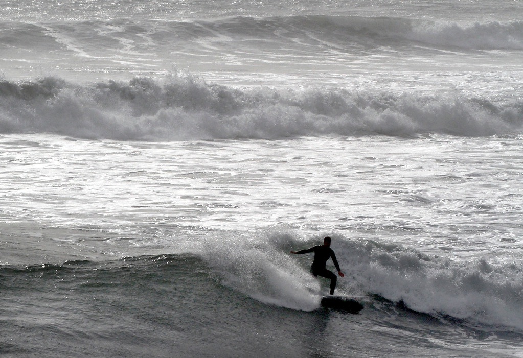 . A large swell pours into  Santa Cruz on Tuesday January 16, 2018. (Shmuel Thaler -- Santa Cruz Sentinel)