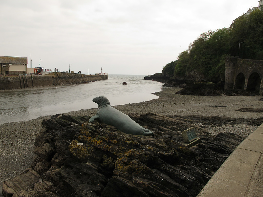 Seal statue of Nelson at the entrance to Looe Harbour.   For 25 years Nelson lived and fed in Looe Harbour but later in life he lived on Looe Island just outside the harbour but still came over to Looe for his meals.