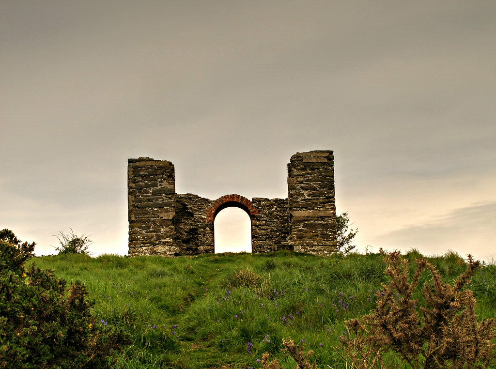 A folly on the clifftop at Beacon Hill, which apparently was shown as 'Membland Pleasure House' on Donne's map of 1765.