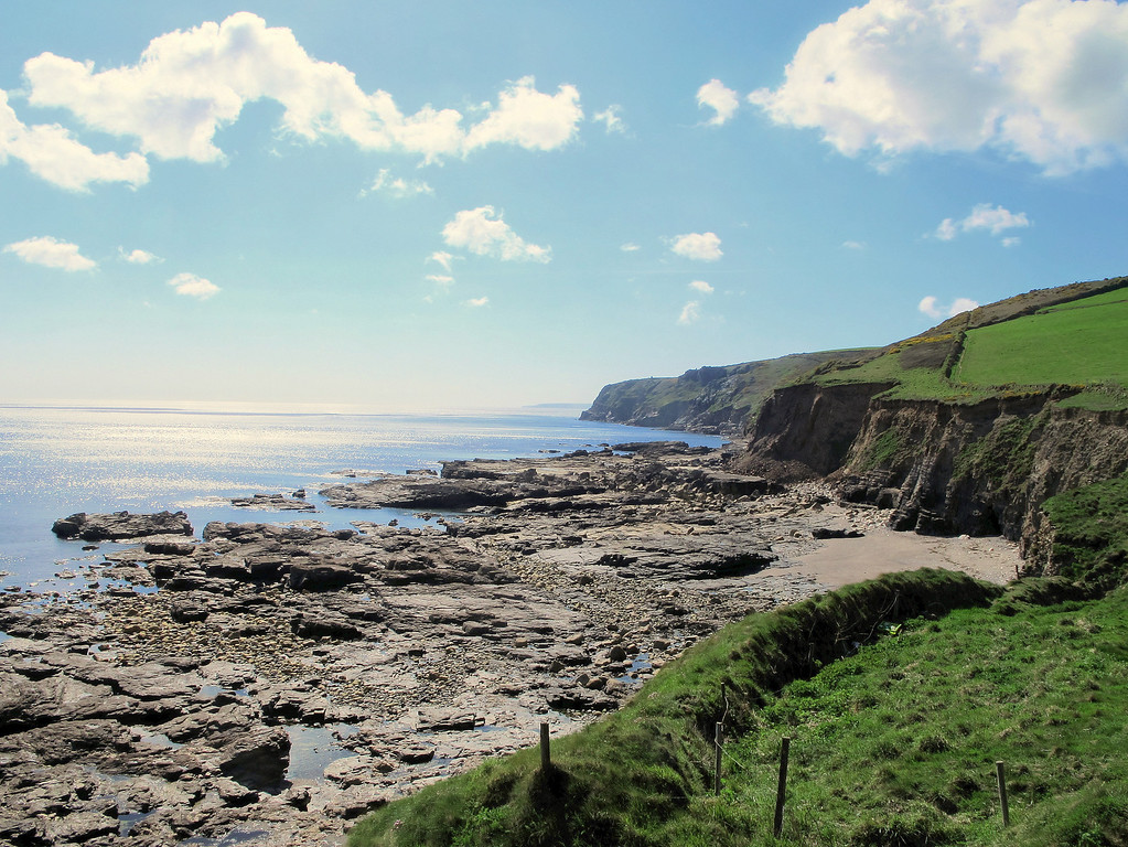 Looking back to Trewavas head from Porth Sulinces