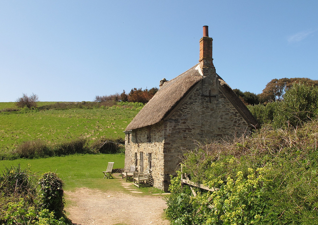 An ideal place for some peace and quiet.   An isolated cottage near the path.