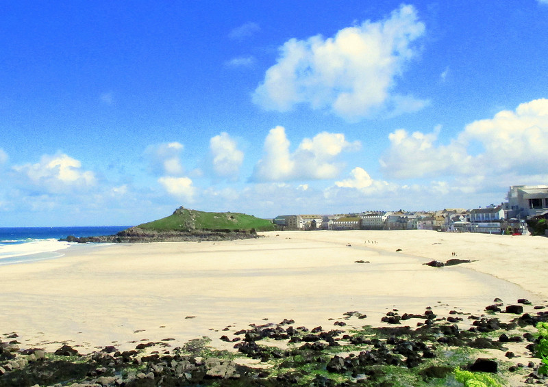 Porthmeor beach at St Ives.   Visible on the extreme right of the picture is the St Ives Tate Gallery, opened in recognition of the towns contribution to art.