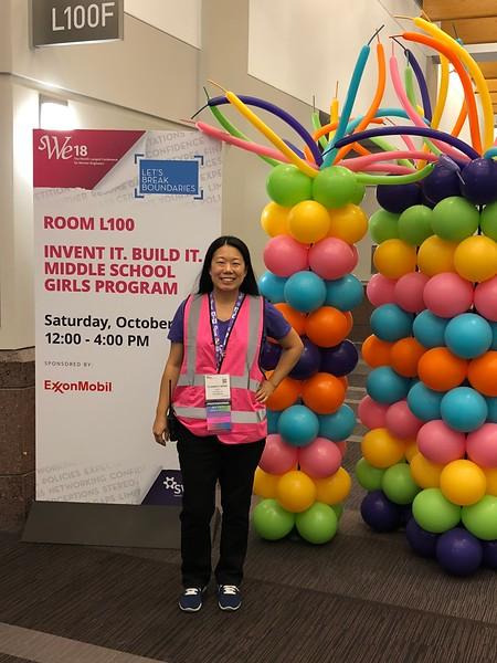 Liz Wong leading IIBI's outreach program at WE18, October 20, 2018