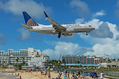 United Airlines Boeing 737-724 N24702 2-15-20