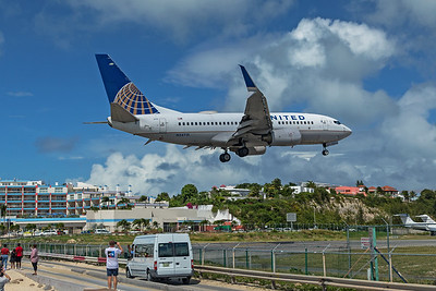 United Airlines Boeing 737-724 N24715 2-15-20 2