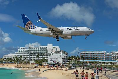United Airlines Boeing 737-724 N24715 2-15-20