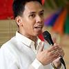 Lakan at Lakambini 2015: Kasuotang Pormal<br /> ni Guro Mario Follero<br /> Ang kasuotang pormal ay nagpapakita ng kahinahunan at kadalisayan ng mga taga Luzon at Visayas. Ipinakita ng bawat kalahok sa pamamagitan ng pagkilos at pagporma ng tama ang natatanging pag- uugali at katagian di lamang ng mga taga Luzon at Visayas kundi ng sambayanang Pilipino.<br /> ==<br /> <br /> Potograpia ni Ryan Villanueva
